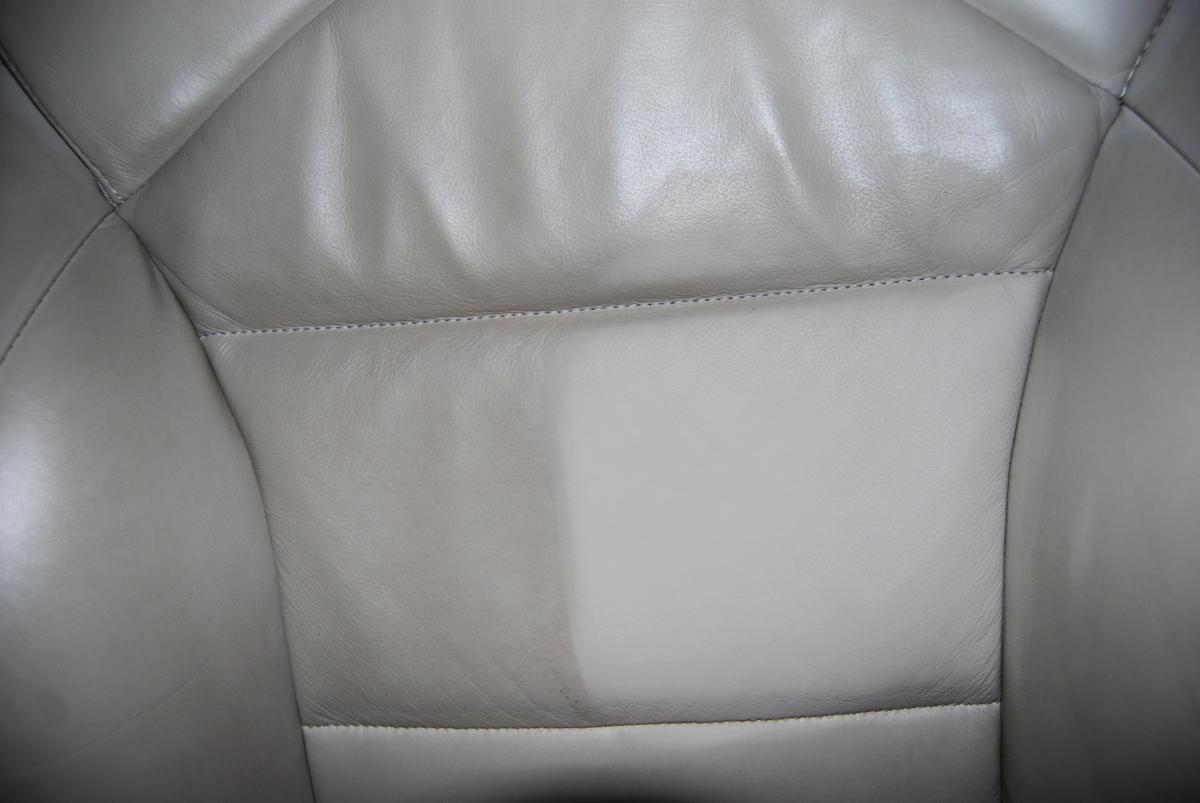 leathersponge sanfte lederreinigung ohne kratzer. Black Bedroom Furniture Sets. Home Design Ideas